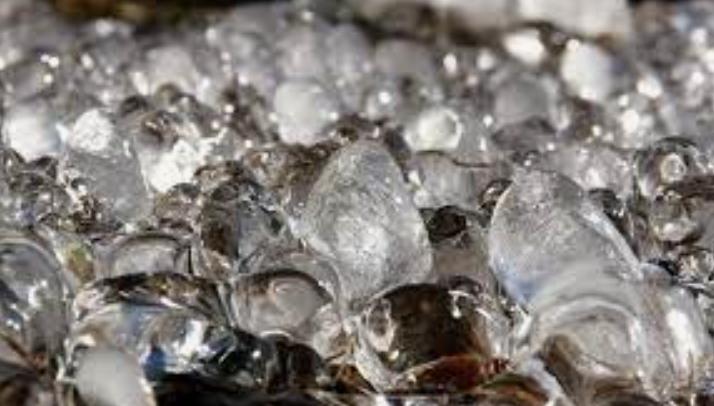 Ketahui Dampak Buruk Mengkonsumsi Es Batu Berlebihan